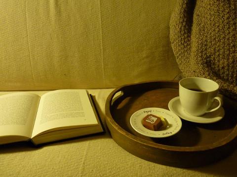 boek met koffie